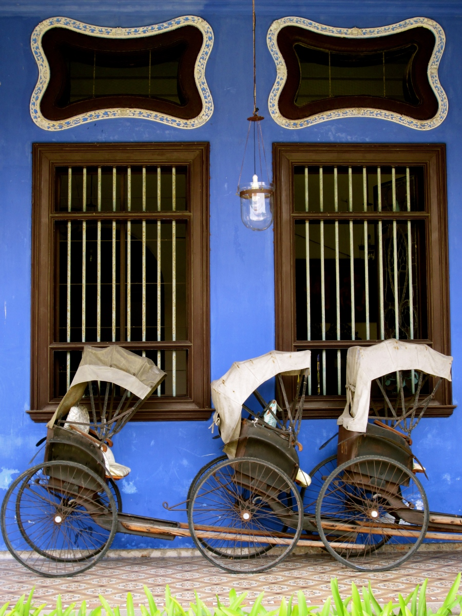 Antique rickshaws at Tze Mansion