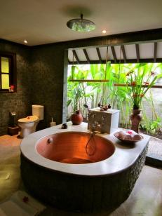 Bungalow Semi-Outdoor Bathroom